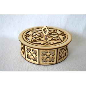 Kiauraraštė medinė dėžutė