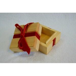 Dėžutė su kaspinu
