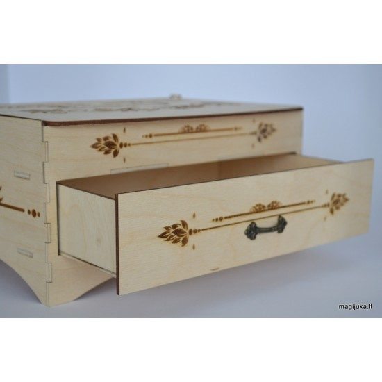 "Medinė dėžutė ""Brangenybės"""