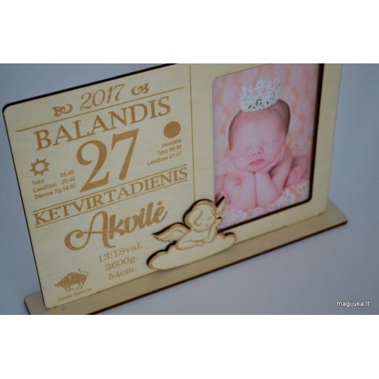 Rėmelis kalendoriaus lapelis su gimimo dienos metrikais
