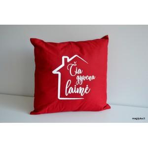 """Dekoratyvinė pagalvėlė """"Čia gyvena laimė"""""""
