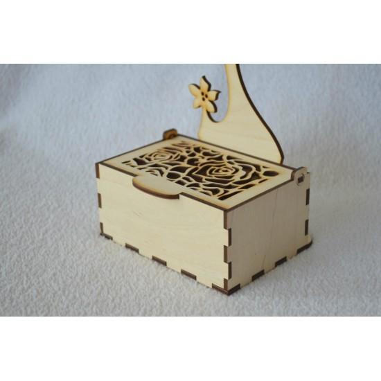 Stovelis dėžutė papuošalams