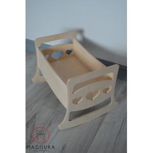 Medinė lovytė lėlei