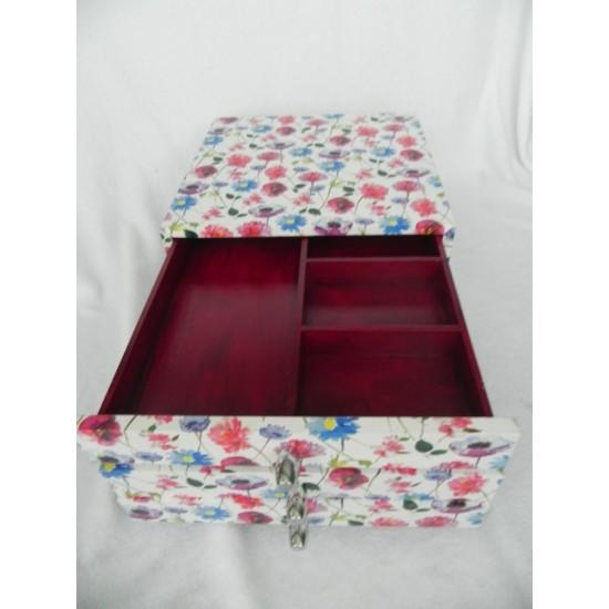 Dėžutė brangenybėms dekupažuota