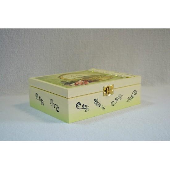 Dekupažuota arbatos dėžutė