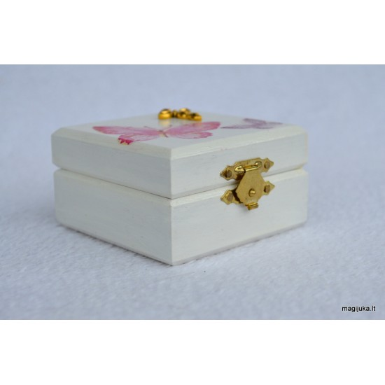 Dėžutė dovanėlei krikštynų proga
