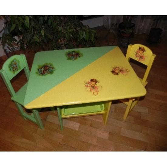 Staliukas su kėdutėmis