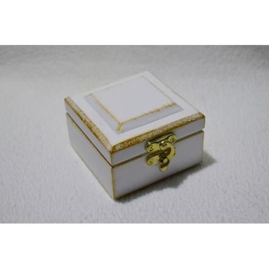 Dėžutė žiedams dažyta